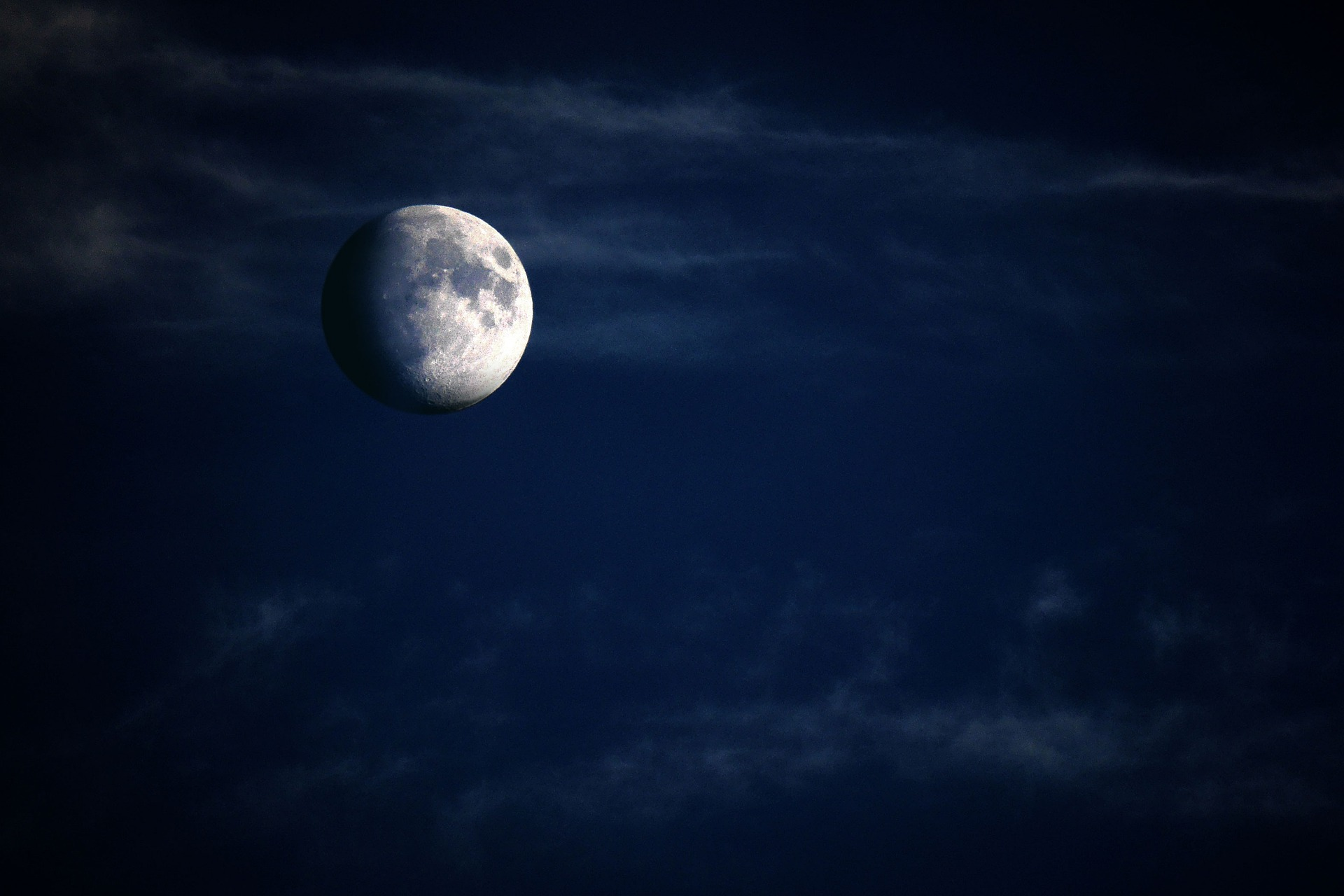 moon-5224745_1920